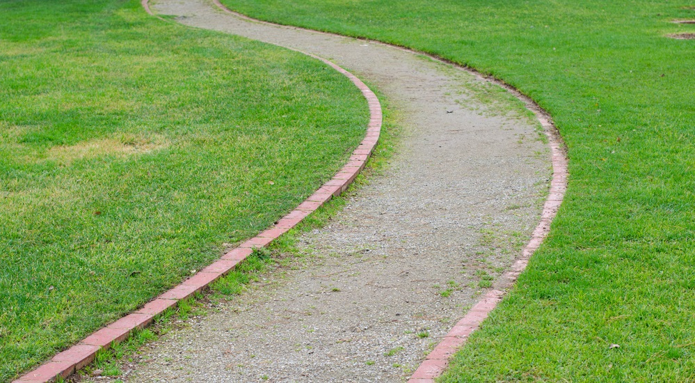 building-a-gravel-yard-path-to-save-water-and-dress-your-lawn