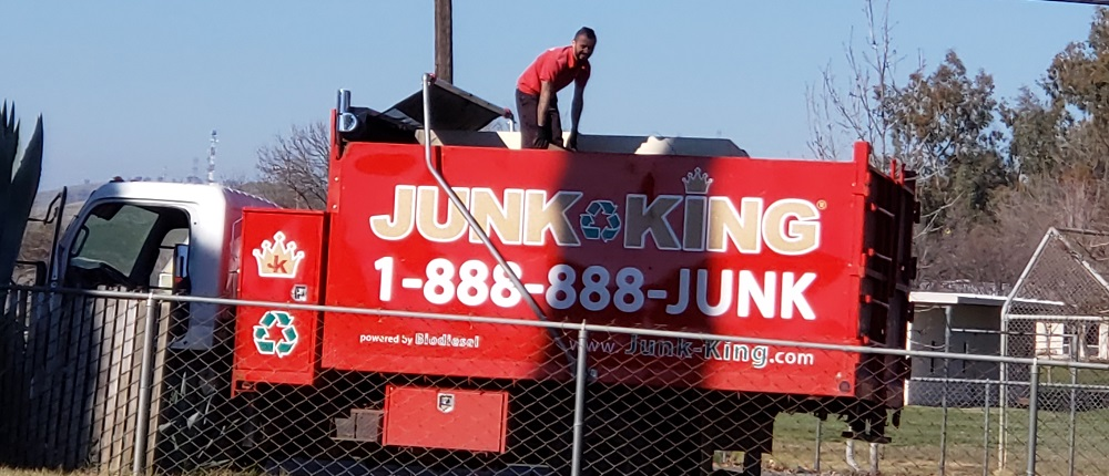 hauling-junk-doing-good