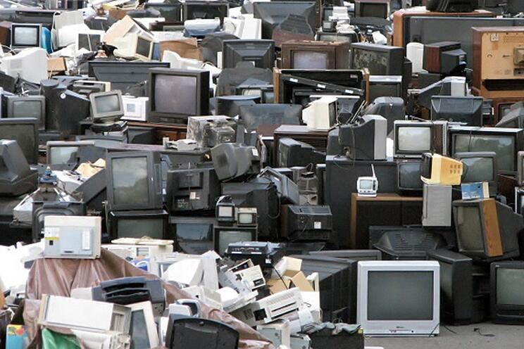 junk-hauling-and-the-problem-of-e-waste-header